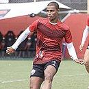 Lucas Cândido está fora da partida, com lesão na coxa