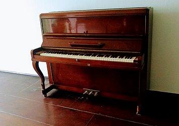 Piano alemão M Schwartzmann – É encontrado à venda na internet de R$ 5 mil a R$ 10 mil. Não é considerado um móvel de alta qualidade