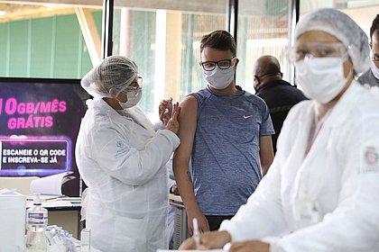 Quantidade de vacinados contra covid-19 chega a 37,7 milhões, 17,8% da população