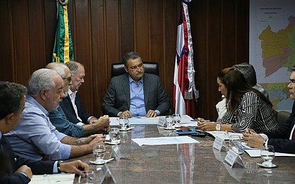 Governo baiano se reúne com representantes de cidades atingidas por óleo