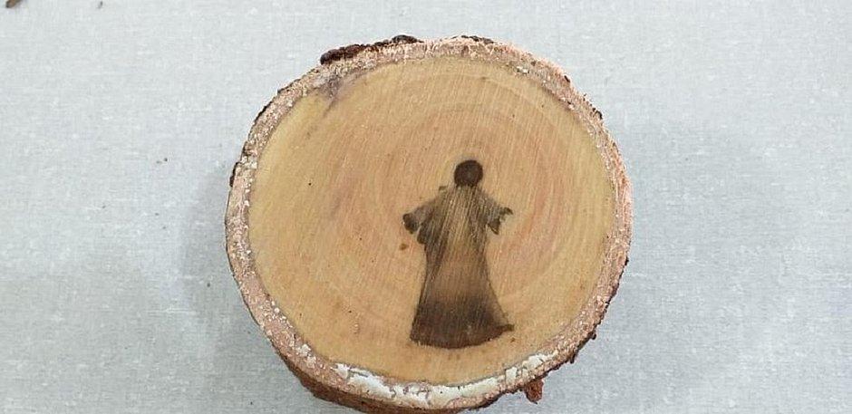'Imagem de Jesus Cristo' é descoberta em tronco de árvore durante poda