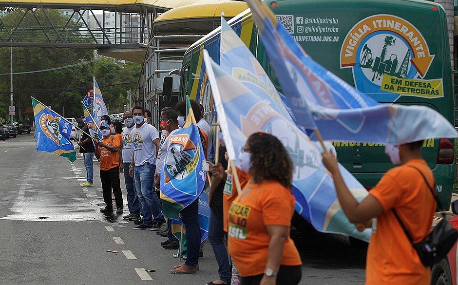 Manifestantes levaram faixas e cartazes para protestar