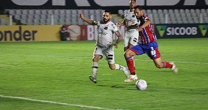 Gilberto teve a bola para abrir o placar para o Bahia, mas desperdiçou a chance