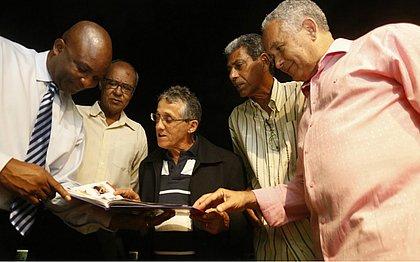 Ex-jogadores Ricky, Sapatão, Osni, Emo e Téo Sena conferem o álbum histórico