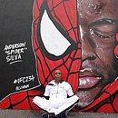 Anderson Silva posa diante de mural em sua homenagem, em Melbourne, na Austrália