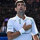 O tenista Novak Djokovic faz doação para combater o coronavírus na Sérvia