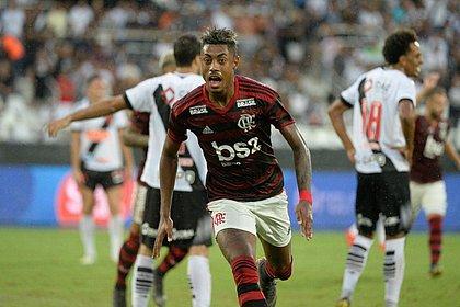 Bruno Henrique faz dois e Flamengo bate Vasco na final do Carioca