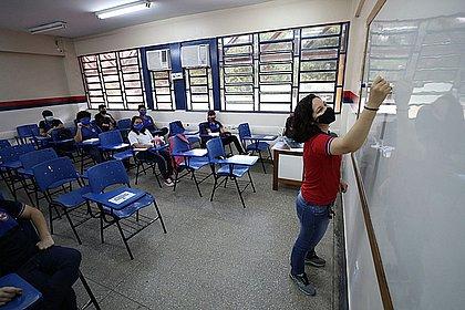 Sindicato dos professores diz que só volta às aulas com vacinação de profissionais