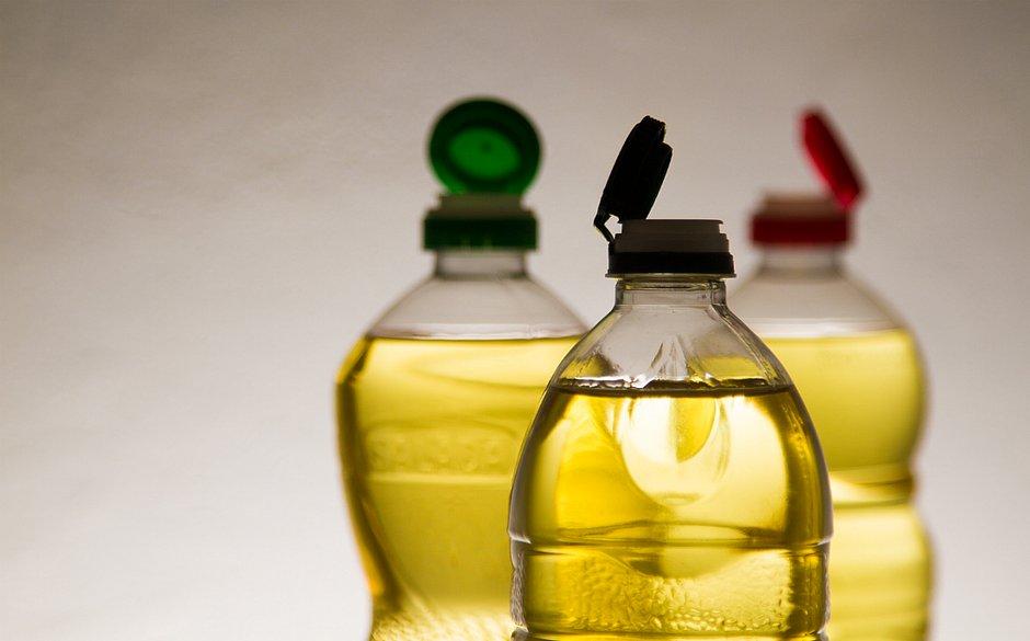 O óleo de cozinha usado é recolhido e transformado em biodiesel e sabão, usado como moeda para troca