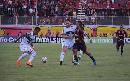 Leão perdeu para o Coritiba na despedida da temporada 2019