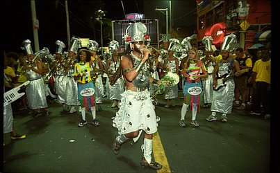 A imagem de 3 de março de 2003 é do Camarote Andante. Marca do Carnaval de Brown, sempre sem corda, o desfile no chão da Avenida fez sua última edição no ano passado, quando o cantor se despediu da folia baiana