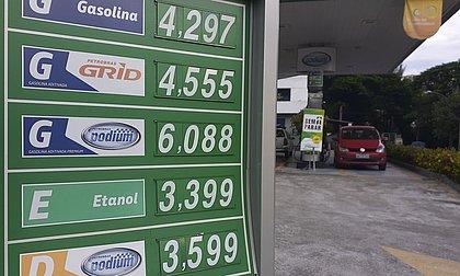 Puxada pelos combustíveis, inflação oficial fica em 0,86% em fevereiro