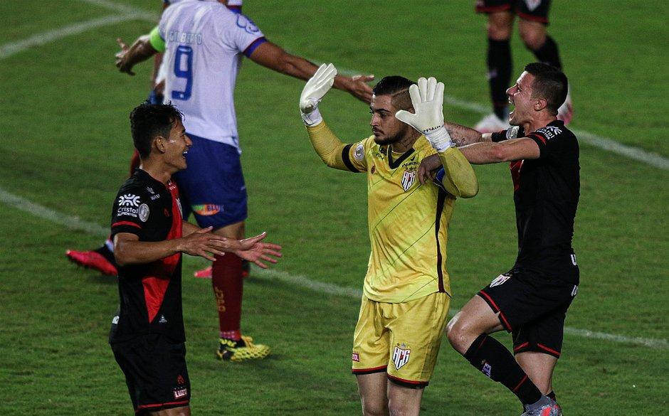 Jean, ex-Bahia, fez o único gol aproveitando rebote