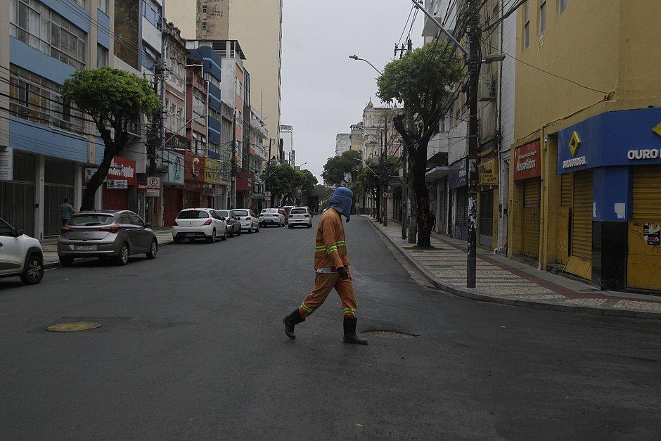 Prefeitura mantém shoppings e comércio de rua fechados por mais 15 dias