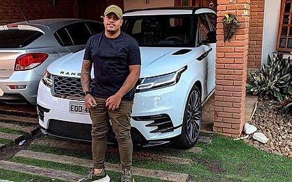 Funkeiro chora após ter carro de R$ 500 mil apreendido em blitz: 'Só porque sou preto'