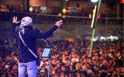 Show do Chiclete com Banana, ainda com Bell Marques nos vocais, no São João de Santo Antônio de Jesus em 2012