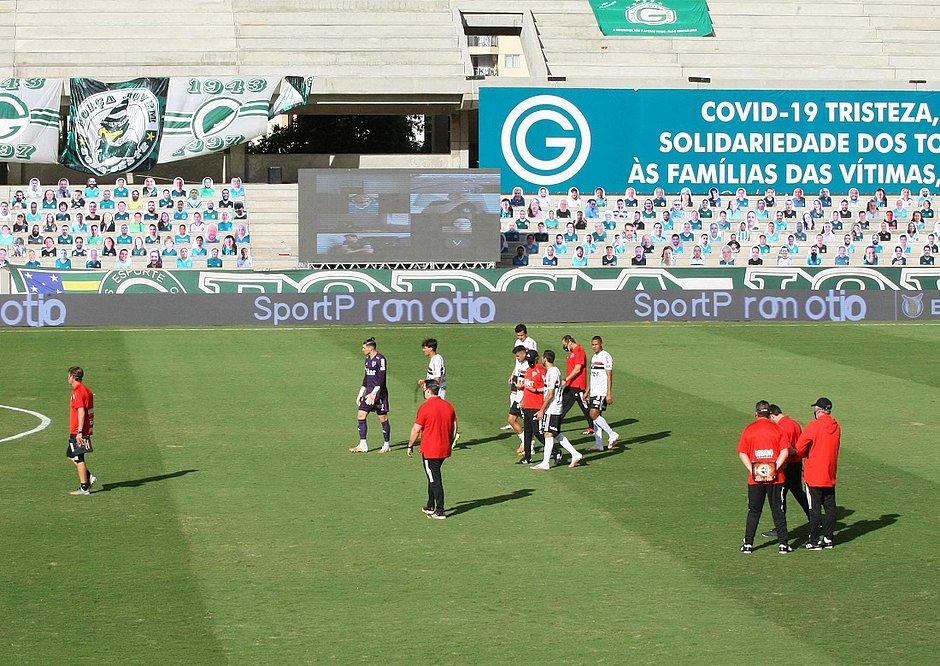 Time do São Paulo já estava no gramado do estádio da Serrinha quando o jogo contra o Goiás foi adiado