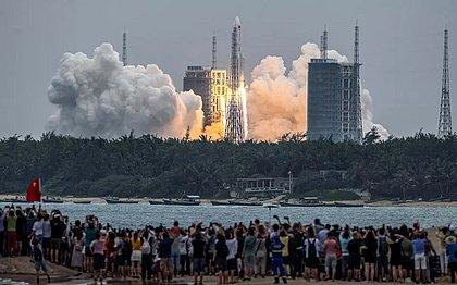 Destroços de foguete da China caem no Oceano Índico
