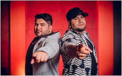 Felipe Barão (teclado) e Rodrigo Barão (voz) comandam a banda