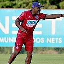 Em busca do primeiro triunfo fora de casa pelo Bahia, Roger indica mudanças na equipe
