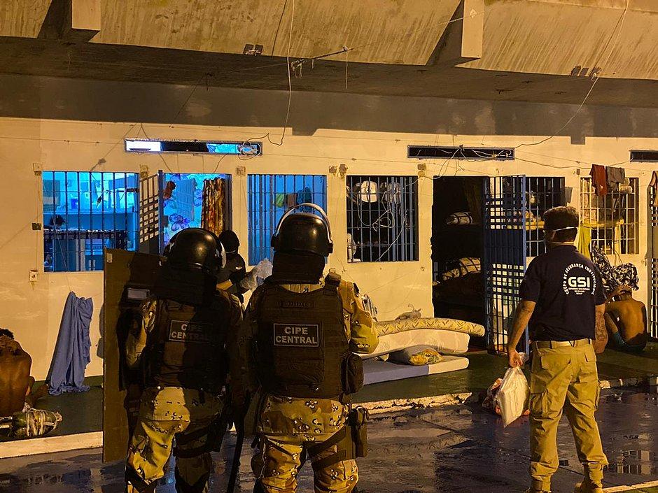 Operação contra o PCC cumpre mandados na Bahia e mais dez estados