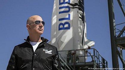 Jeff Bezos viaja hoje ao espaço; assista ao vivo