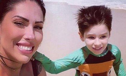 'Uh, vai morrer': mãe do menino Henry foi recebida na cadeia com gritos de ameaça