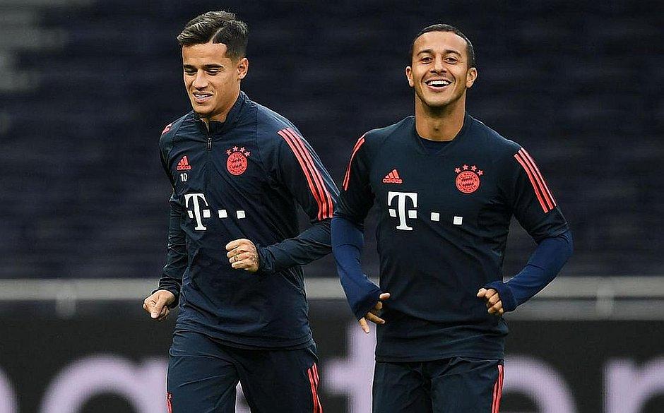 Brasileiro Coutrinho e hispano-brasileiro Thiago Alcântara em treino do Bayern