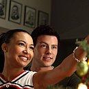 Naya e Cory como Santana e Finn em Glee
