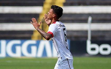 Mateus Moraes comemora gol marcado contra o Operário, na Série B do Brasileiro