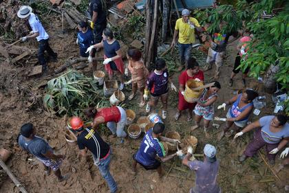 Buscas por 41 desaparecidos continuam na Baixada Santista