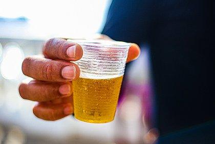 Estudo do IBGE aponta que 40,2% da população adulta de Salvador beberam ao menos uma vez por semana