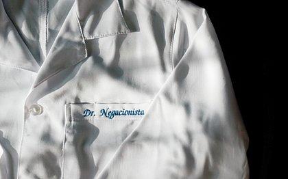 Conheça o universo dos médicos que chamam a vacina contra a covid de 'coisa de ideologia'