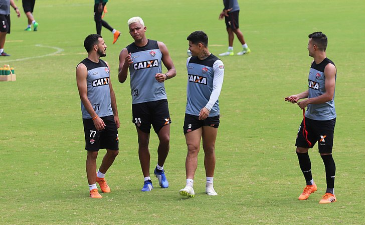 Burse relaciona 22 jogadores para enfrentar Cruzeiro; veja lista