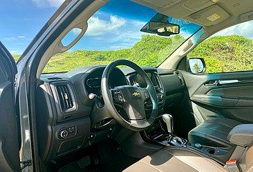O SUV tem seis airbags e o banco do motorista tem ajustes elétricos