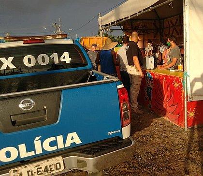Polícia desmonta barracas irregulares e apreende fogos de artifício em Salvador