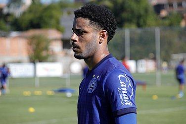 Matheus Bahia, lateral esquerdo da base