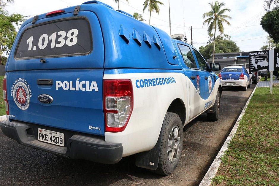 Três PMs suspeitos de sequestros e roubos são presos na Bahia