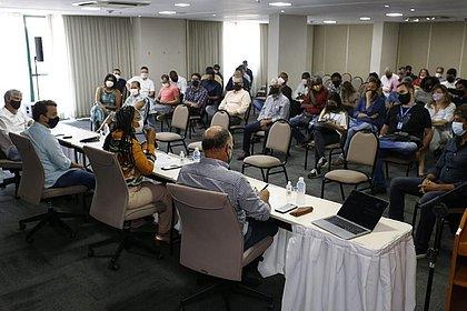 Empresários se reúnem com candidatos à prefeitura e pedem retomada de eventos