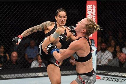 Amanda Nunes derruba Holly Holm no UFC 239