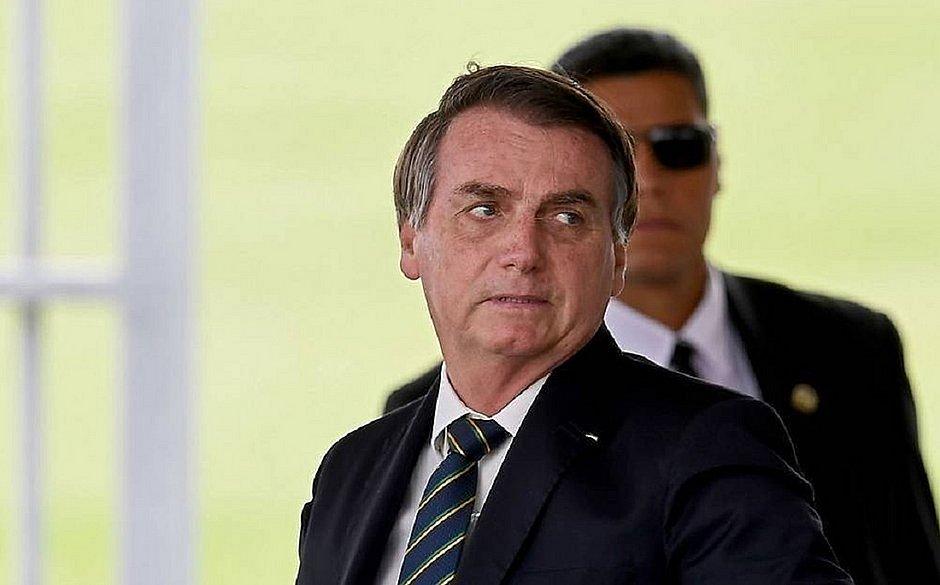 Bolsonaro diz que fará pronunciamento na TV contra o isolamento social
