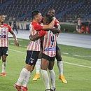 Fabián Ángel e Willer comemoram gol após compartilharem 'pó mágico'