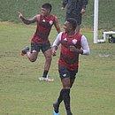 Eron (direita) e Nickson participam do último treino antes do jogo contra o Figueirense