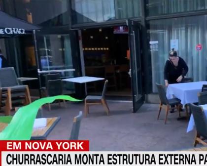 Bolsonaro almoça em área externa; prefeito de NY indica pontos de vacinação