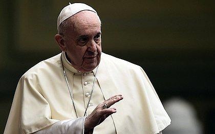 Papa Francisco é internado para cirurgia no intestino, diz Vaticano