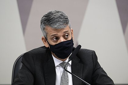 Ex-diretor diz à CPI que negociação de vacina indiana coube a Élcio Franco