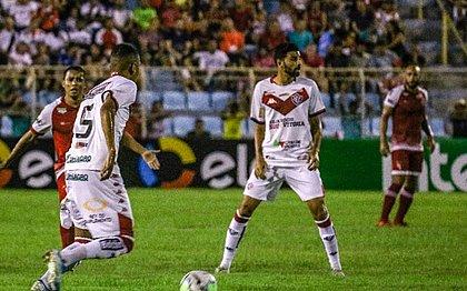 Guilherme Rend e Gerson Magrão foram titulares no empate em Imperatriz
