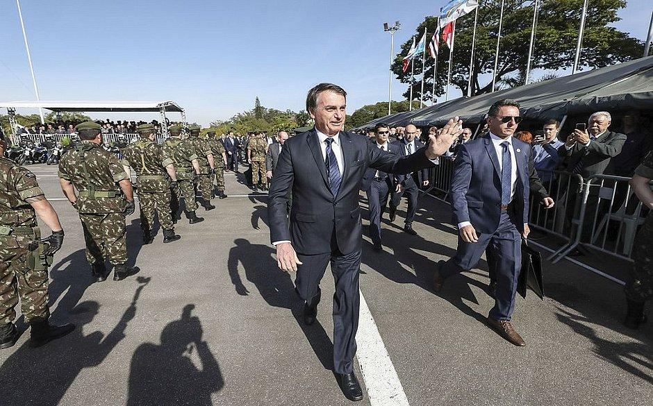 Bolsonaro diz que deixaria o cargo caso fosse a vontade do povo