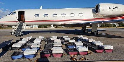 PF apreende 1,3 tonelada de cocaína em jatinho; tripulação tentou decolar em fuga
