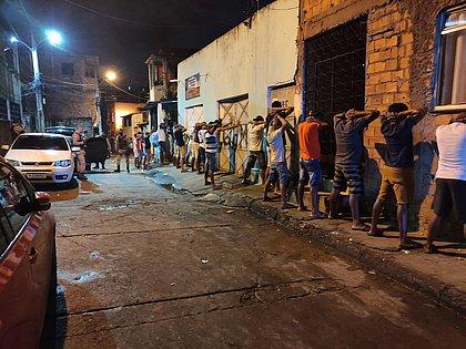 Festa com 2 mil pessoas é encerrada em Salvador; fiscalização foi recebida com tiros